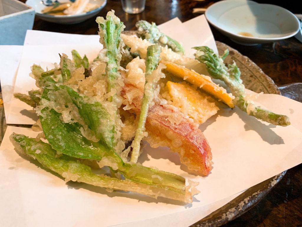 うずら家の山菜とお野菜の天婦羅の盛り合わせ