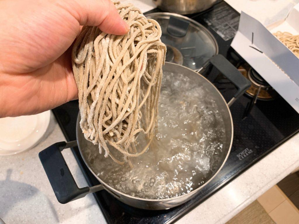 遊亀庵 かめやのお蕎麦を茹でます
